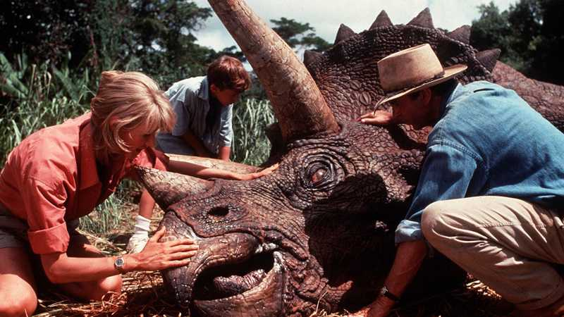Bryce Dallas Howard Hints At Jurassic Park Cast Showing Up In Jurassic World 3